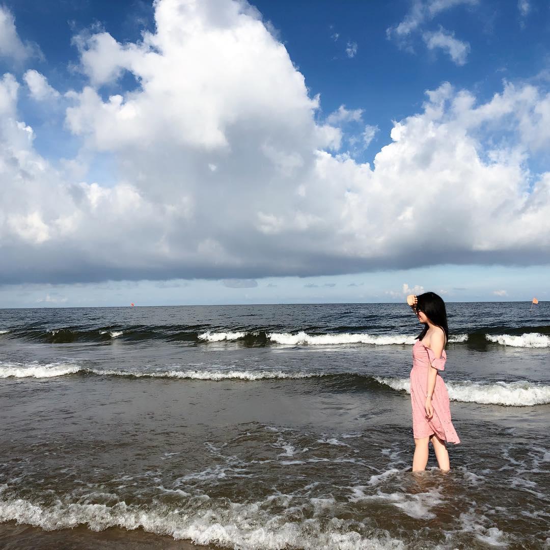 Khung cảnh biển Hải Tiến hoang sơ nên bạn có thể mang về những bức ảnh