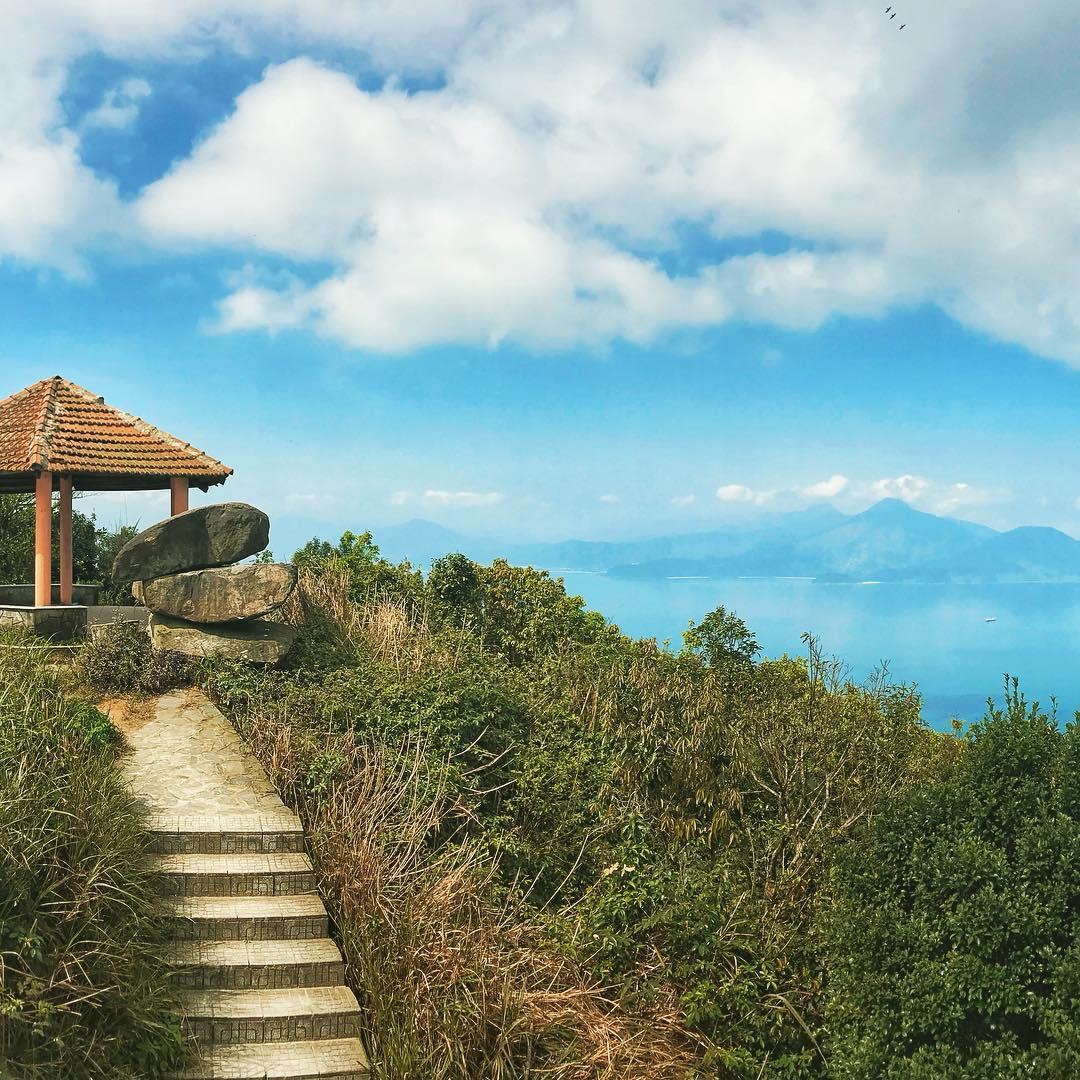 Từ Nhà Vọng Cảnh, bạn có thể thu được toàn bộ cảnh đẹp Đà Nẵng vào trong bức hình của mình