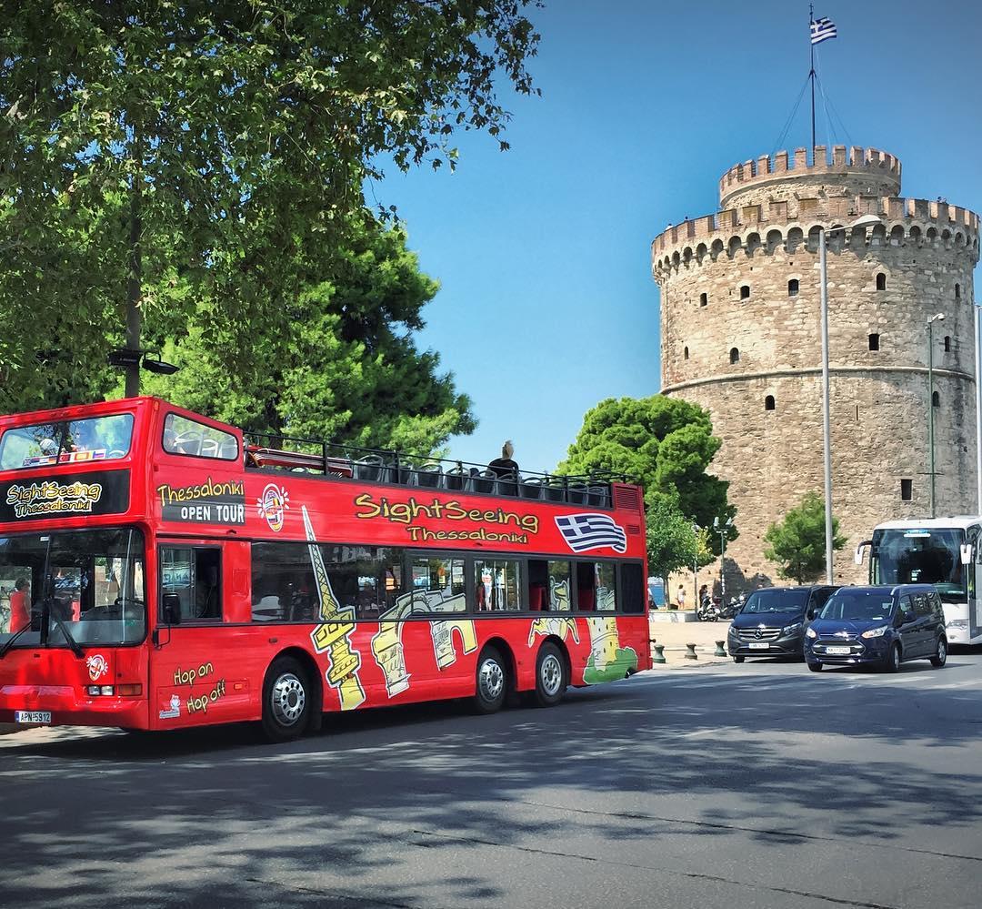 Đi xe open bus để lên Bà Nà Hills là một sự lựa chọn vô cùng thú vị