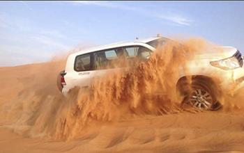 Tham gia cổ vũ các giải đua xe trên sa mạc