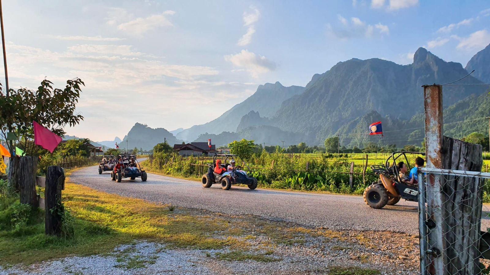 Phượt Lào bằng ô tô tự lái