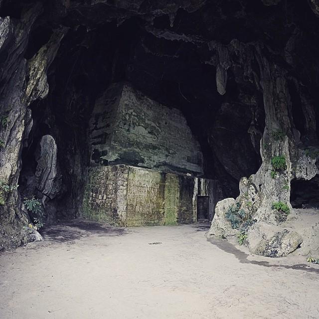 Lối vào hang quân y