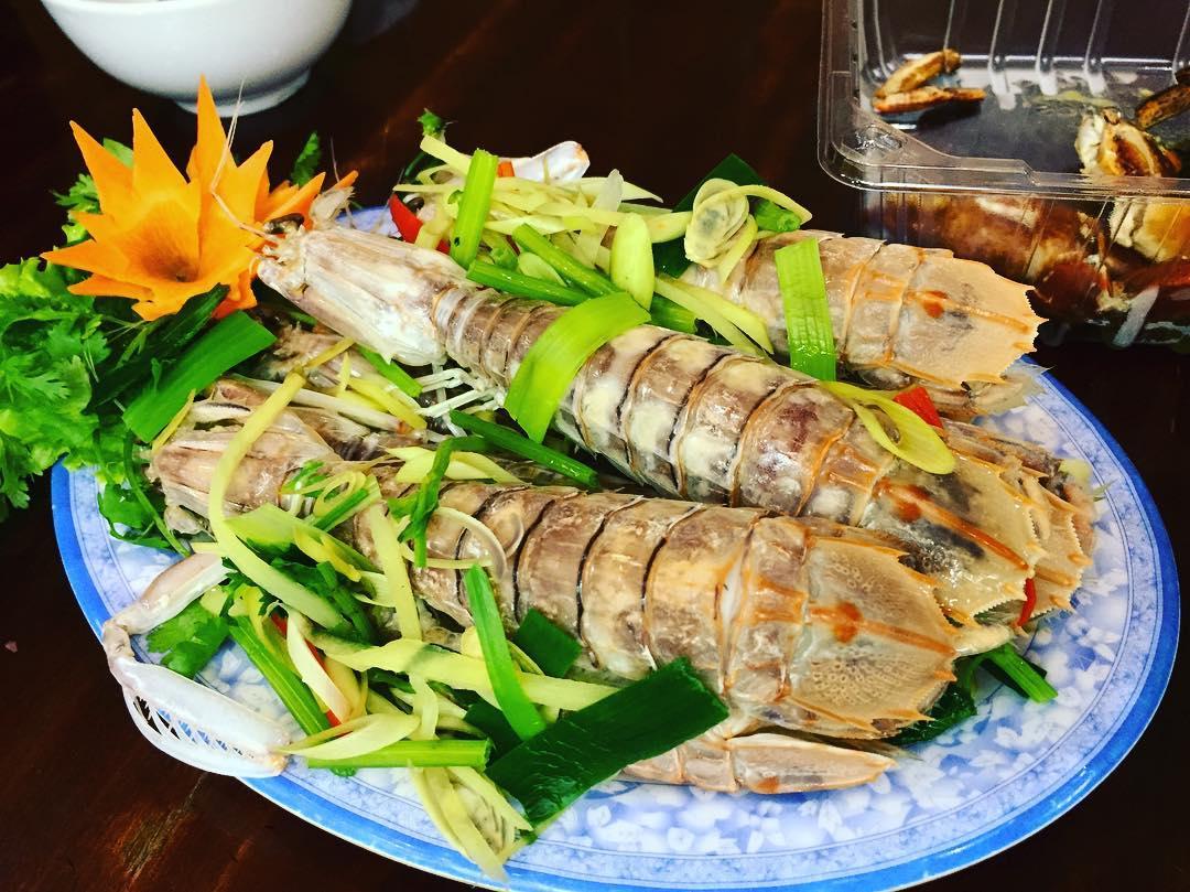 Tôm tít Cà Mau có kích thước lớn, phần thịt ngọt và săn chắc đến bất ngờ