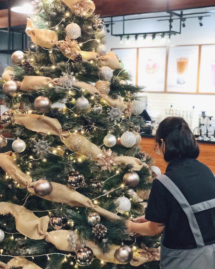 Cora Cafe đang trang hoàng vô cùng rực rỡ để đón bạn đến và check in dịp Noel này đấy!