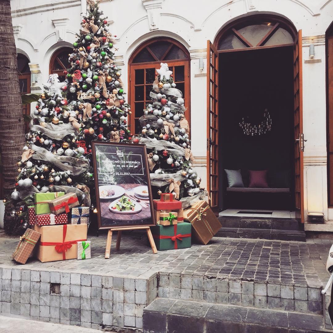 Không khí Giáng Sinh đã ngập trang Nhà 9NKC ngay từ cổng vào rồi đây này!