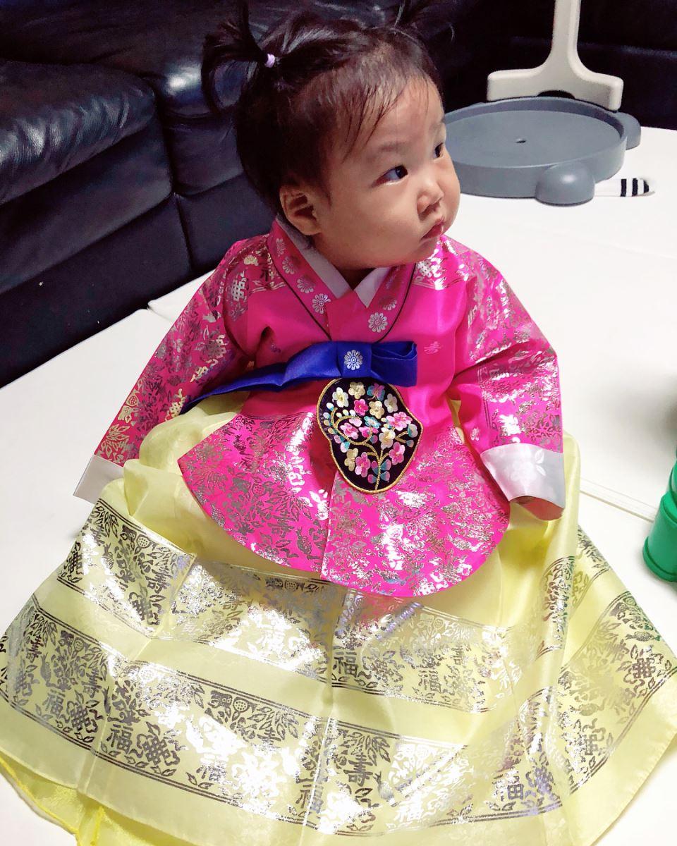 Những em bé Hàn Quốc sẽ được mặc Hanbok để làm lễ cùng gia đình
