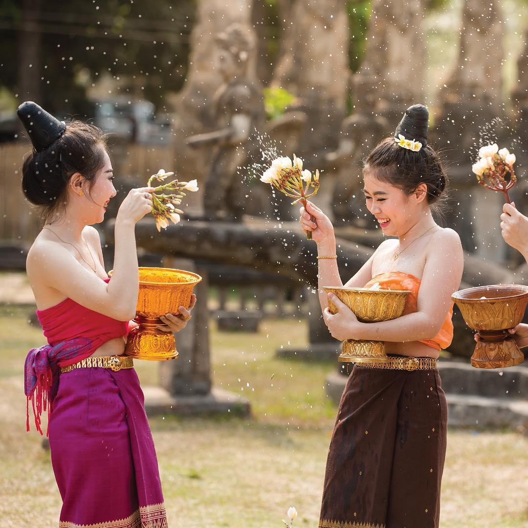 Tết ở Lào cũng cực vui nhộn với lễ hội té nước