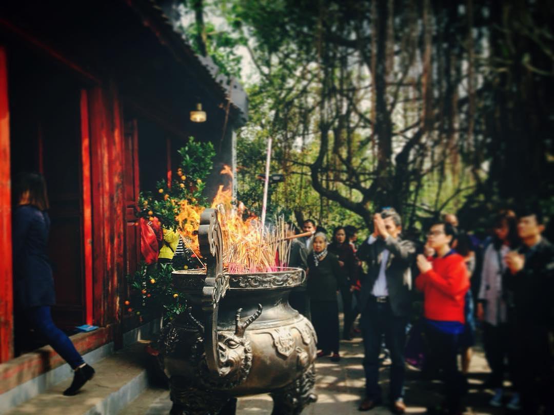 Người dân Hà Nội thường có thói quen đi lễ chùa vào 3 ngày Tết Nguyên Đán