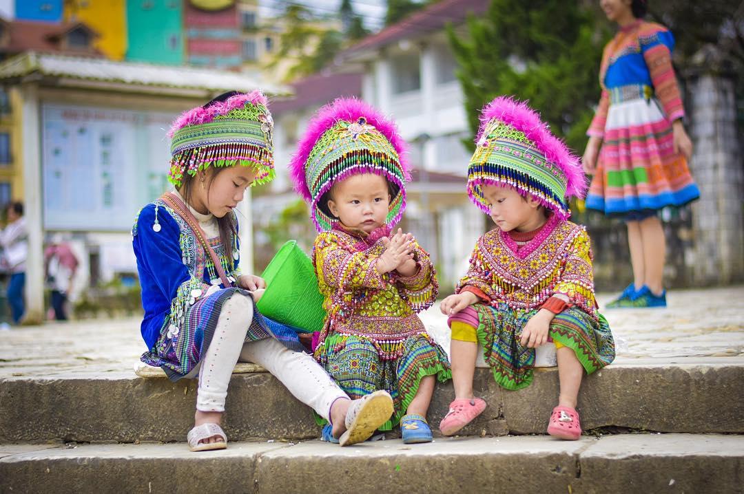 Tết Nguyên Đán ở Sapa là ngày lũ trẻ con được diện những bộ quần áo mới và đẹp nhất trong năm