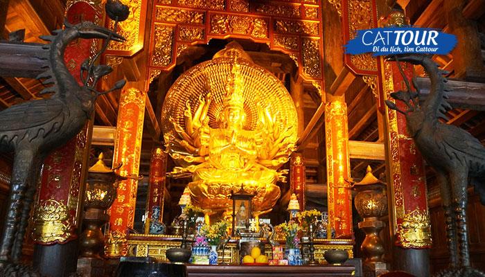 Chiêm ngưỡng công trình tượng Phật bên trong chùa