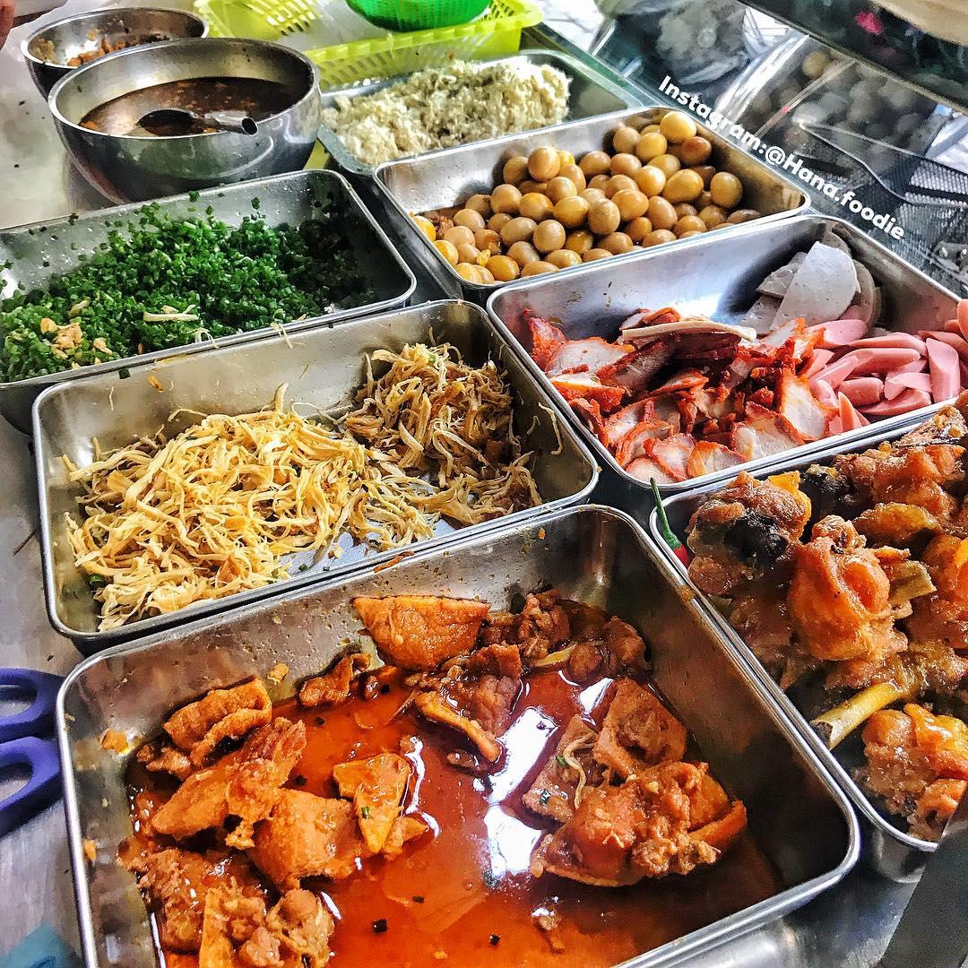 Xôi O Vĩnh là một trong những quán xôi nổi tiếng nhất ở Quy Nhơn